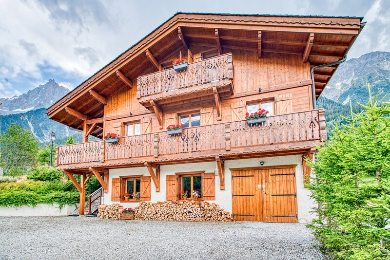 Chalet with amazing views of the Mont Blanc Massif, holiday rental in Chamonix