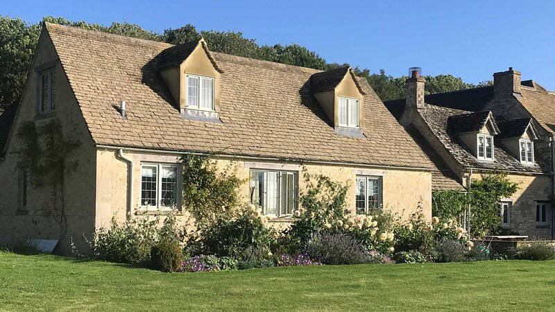 Charming Cotswolds Family Home in Oxfordshire, Ferienwohnung in Minster Lovell