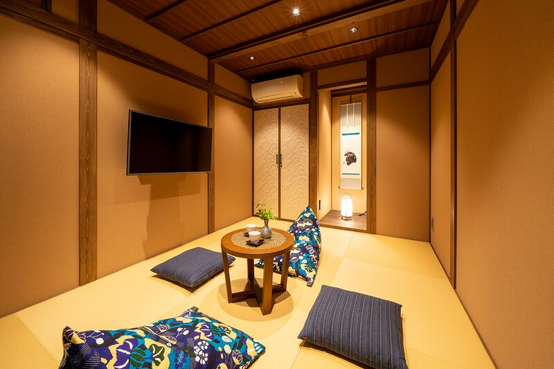 Near Higashi Chaya Tea District! Spacious Traditional House + Kitchen – semesterbostad i Kanazawa