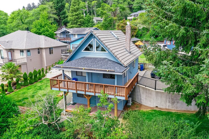 New listing! Dreamy beach retreat w/ private hot tub, easy lake access, & loft!, vacation rental in Neotsu