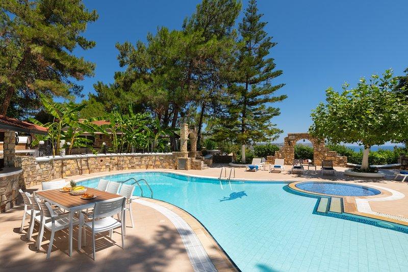Aegean View Estate-1 close to 6 famous beaches, location de vacances à Ladiko