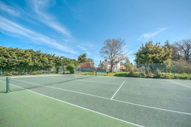 Sweet small barn with Tennis court, near Goodwood, vacation rental in Eartham