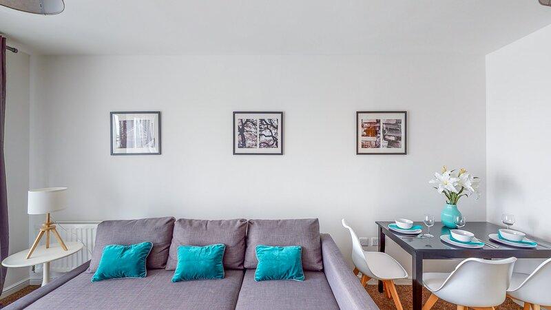 Tamblin Lodge - Bright, Modern, Fresh Apartment, vacation rental in Essendon