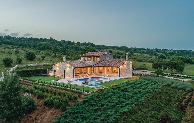 Heritage Villa Lilly / Mutvoran, casa vacanza a Krnica
