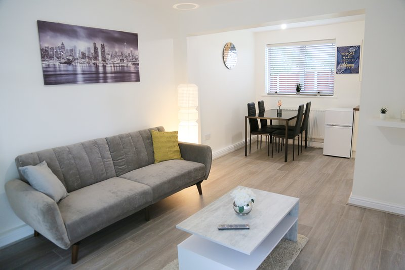 ★Gorgeous Serene 2 bedroom apartment + free parking★, holiday rental in Manchester