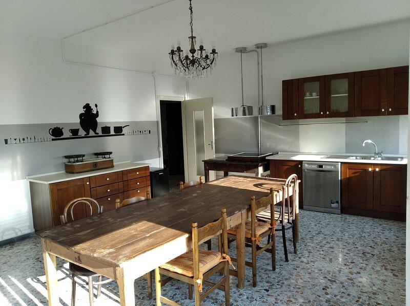 I grandi delle Marche, 2 appartamenti di 140 mq in una palazzina con giardino, location de vacances à Castelfidardo