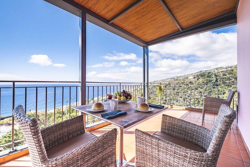 Casa do Miradouro- vista magnifica sobre a praia e montahas, casa vacanza a Santo Antonio da Serra