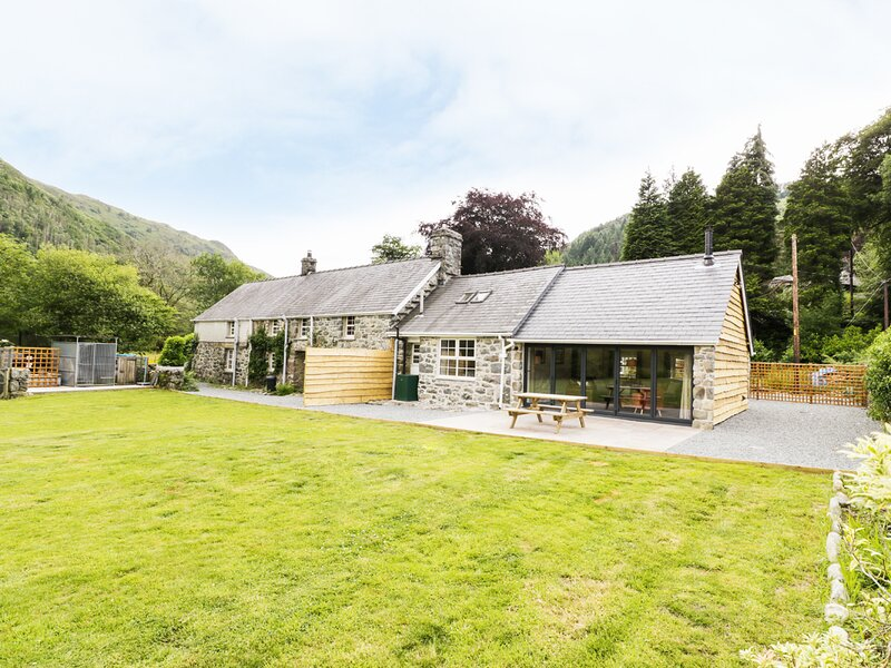 THE ANNEXE, lovely views, ground floor bedroom, in Ganllyd, Ref 930868, casa vacanza a Ganllwyd