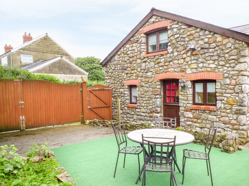 The Granary, ground floor annex, WiFi, paved seating area, ideal for a couple, casa vacanza a Rhossili