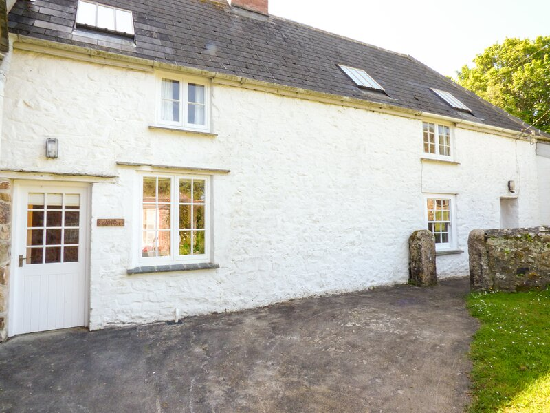 FARM COTTAGE, character, games room, near Marazion, Ref 958845, vacation rental in Angarrack