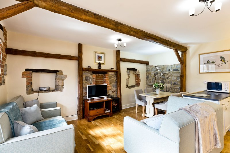 Middleton Cottages | Sleeps 4 | With Shared Swimming Pool & Games Room, holiday rental in Carsington