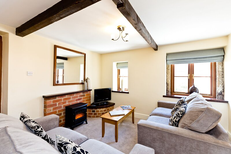 Sabinhay Cottage | Sleeps 6 | With Shared Swimming Pool, location de vacances à Hulland Ward