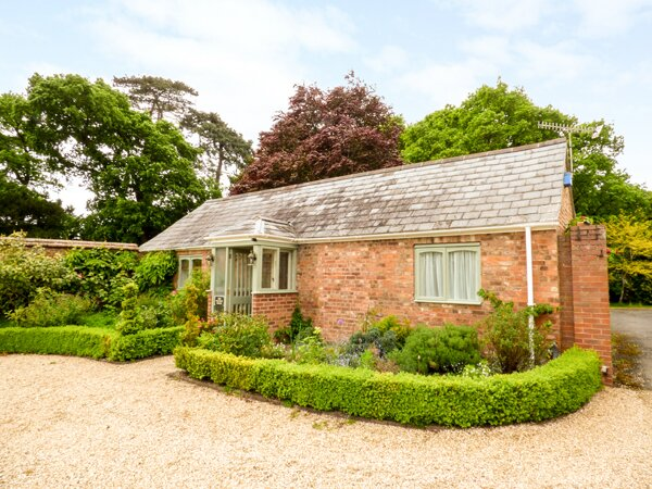 THE PACKING HOUSE, eco-friendly heating, WIFI, use of tennis court, Ref 957516, holiday rental in Uckinghall