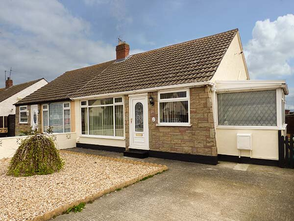 CHY BEAN  bungalow, views, conservatory, Abergele, Ref 944880, vacation rental in Kinmel Bay