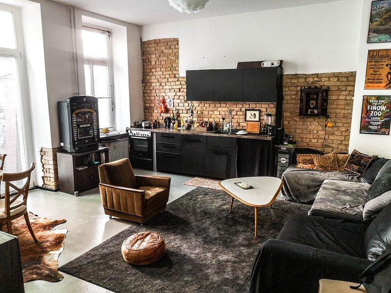 Charming Loft/ appartement with private garden, casa vacanza a Schonefeld