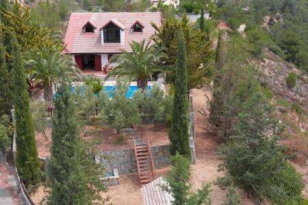 Mountain, Panoramic, Tranquil, 3 Bedroom Villa Stavrina with Pool and Garden!, holiday rental in Peristerona