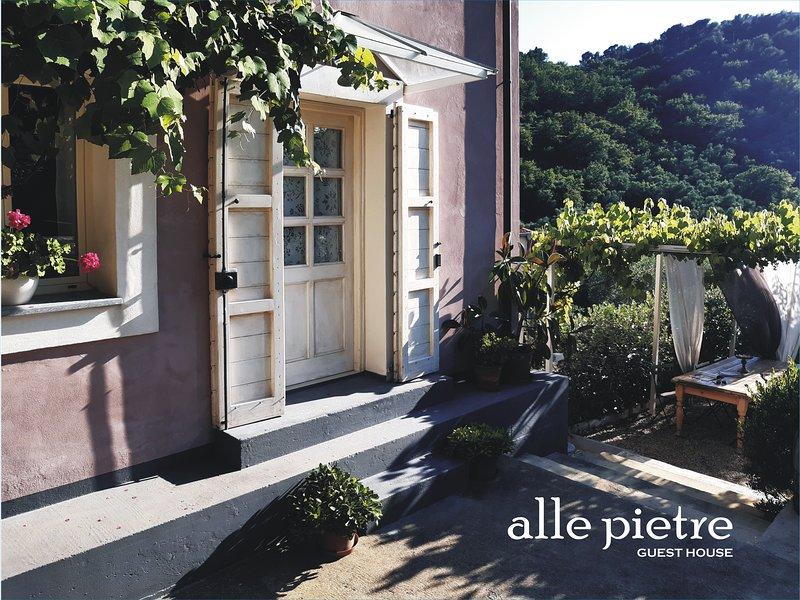 Liguria 'alle pietre GUEST HOUSE' Diano San Pietro, vacation rental in Diano Borello