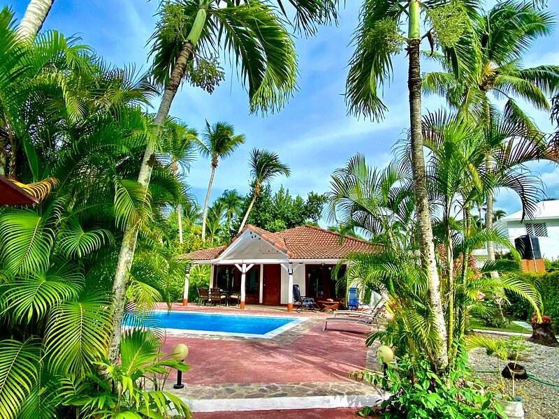 Villa El Secreto Charming Villa Steps from Las Ballenas Beach, holiday rental in Samana Province