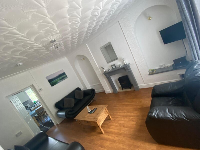 Mountain View (3 miles to Bike Park Wales, hiking and fishing), holiday rental in Merthyr Vale