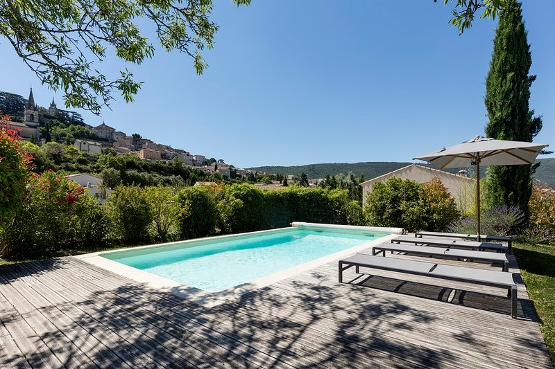 JDV Holidays - Villa St Paulane, Luberon, private, heated pool, walk to village, vacation rental in Bonnieux