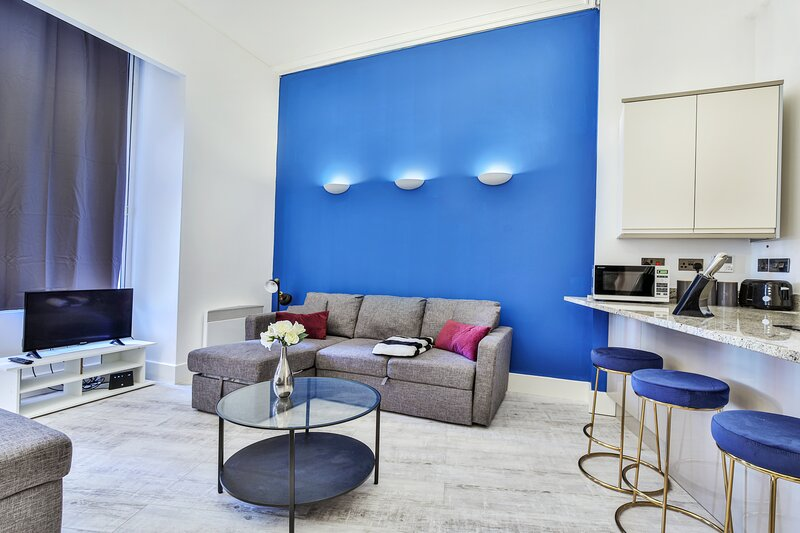 City Dreamz -NEW Stylish and Modern Flat with FREE WIFI, holiday rental in Manchester