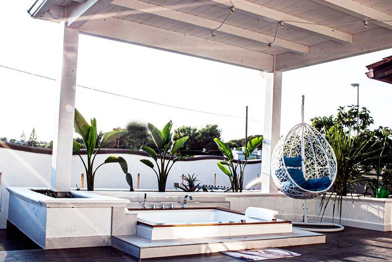 Suite con vasca idromassaggio 'CORALLO'- Villa La Perla Sul Mare, holiday rental in Marina di Pulsano