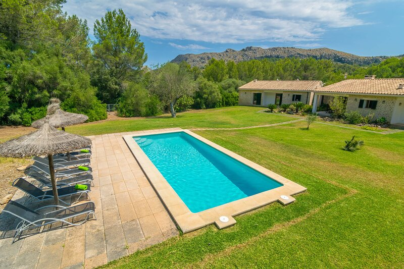 L'ESPLAI - Villa for 8 people in Pollença, location de vacances à Cala Sant Vicenc