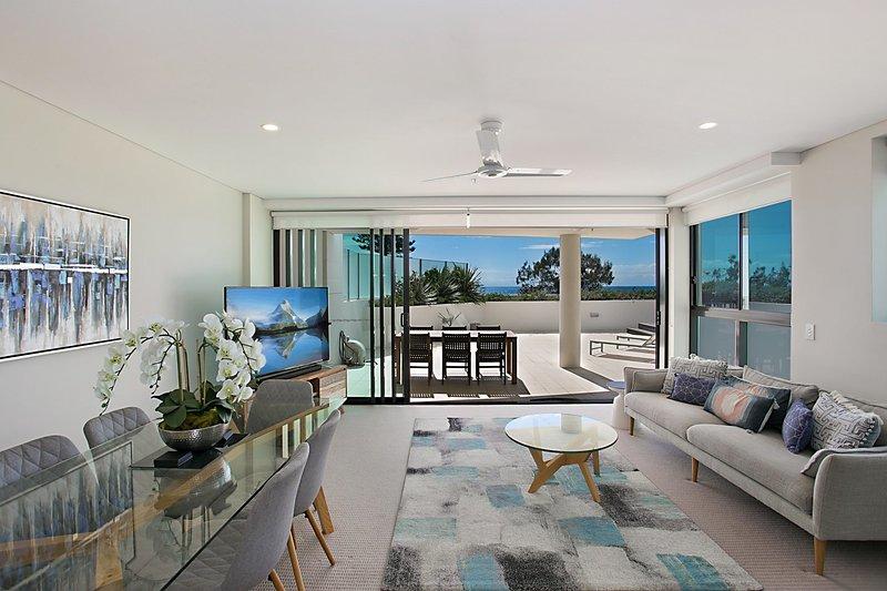 Pure Kirra 103 - Beautiful Kirra Beachfront, holiday rental in Bilambil Heights