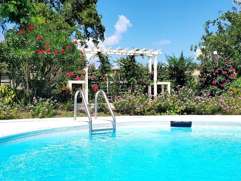 Immaculate Home1 with private pool and gazeboes, aluguéis de temporada em Orange Park