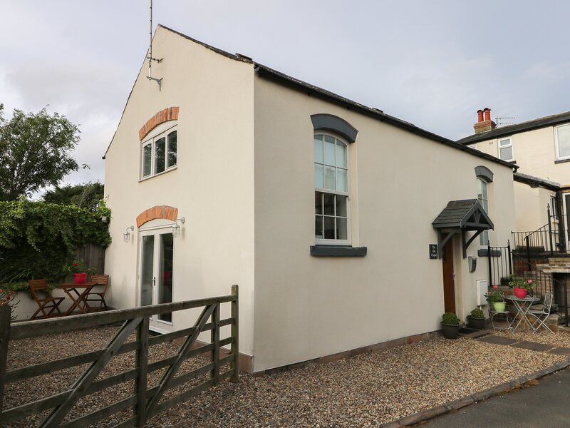 OLD CHAPEL, character, woodburning stove, near Scarborough, ref 955358, location de vacances à Burniston