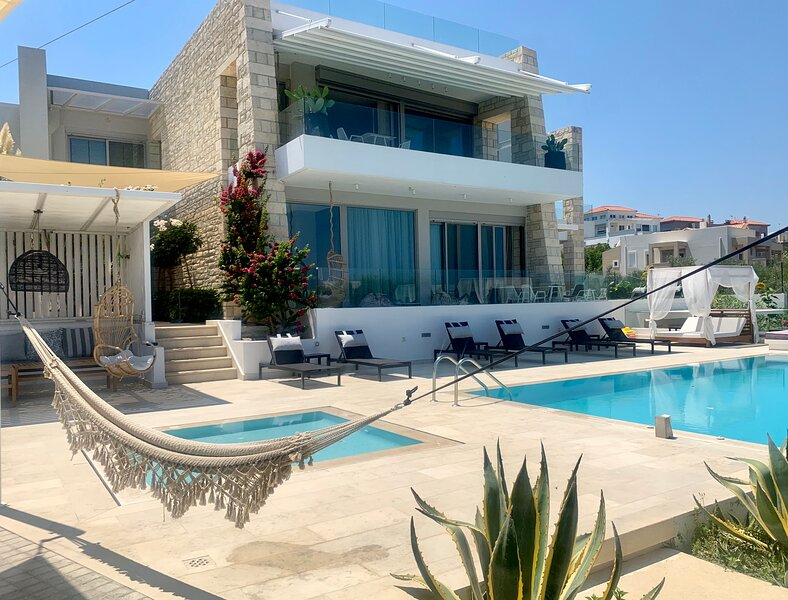 Made of blue KING SUITE, vacation rental in Xiro Chorio