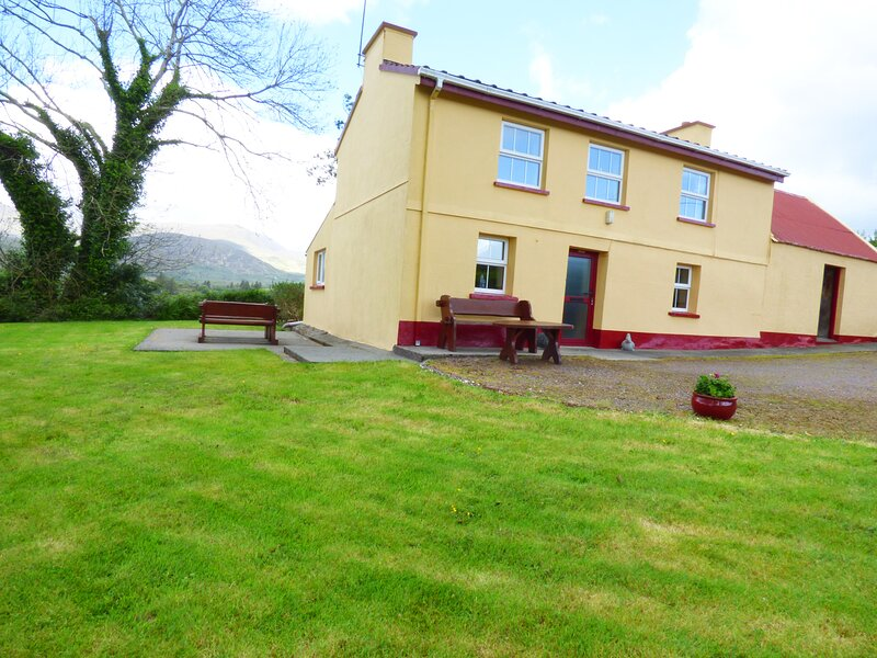 CEOL NA N'EAN detached, woodburner, pet friendly cottage in Sneem, County Kerry – semesterbostad i Sneem