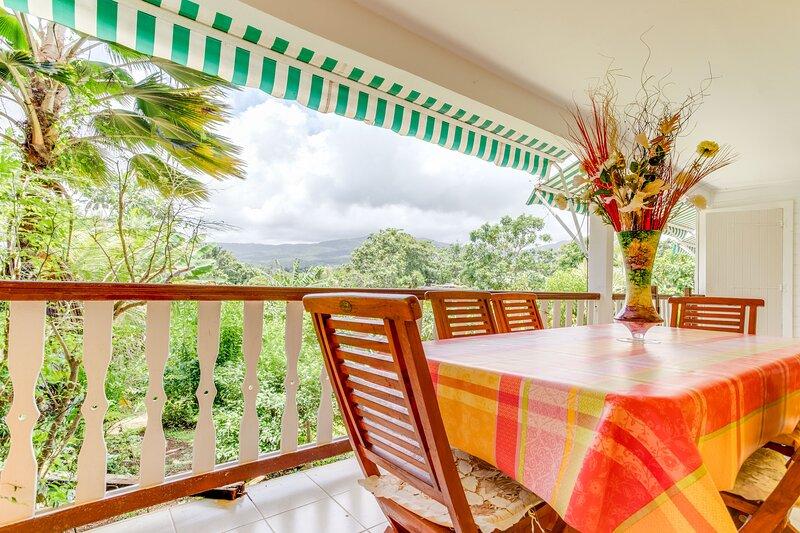 L'Oiseau de Paradis - Villa avec jardin - Sainte-Rose, vacation rental in Sainte Rose