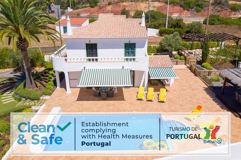 Villa with free Wi-Fi | A/C | private pool [can be heated] | garden [RVDB01], casa vacanza a Barao de Sao Miguel