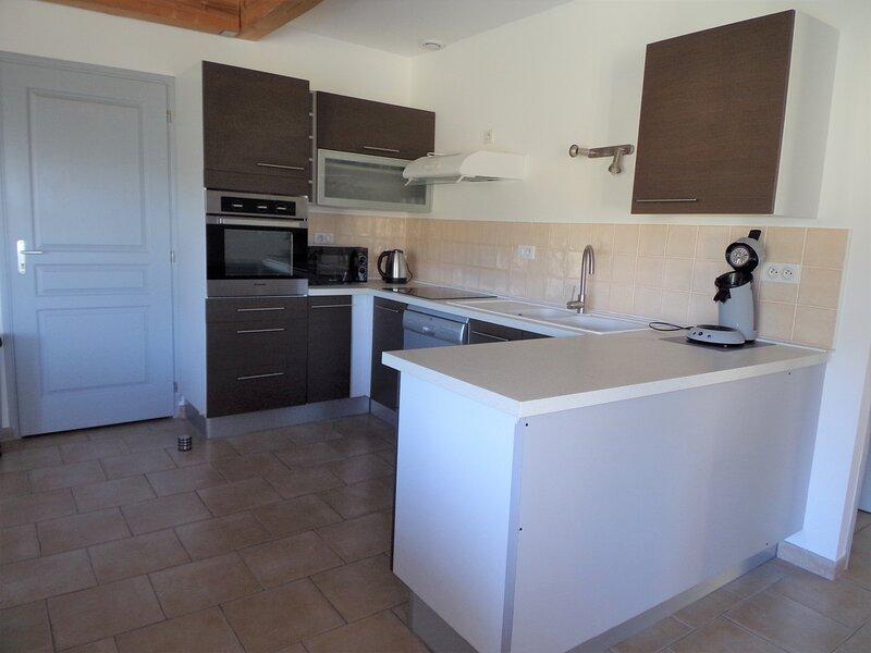 Maison avec Piscine 'La Grand Vigne', casa vacanza a Saint-Genest-de-Beauzon