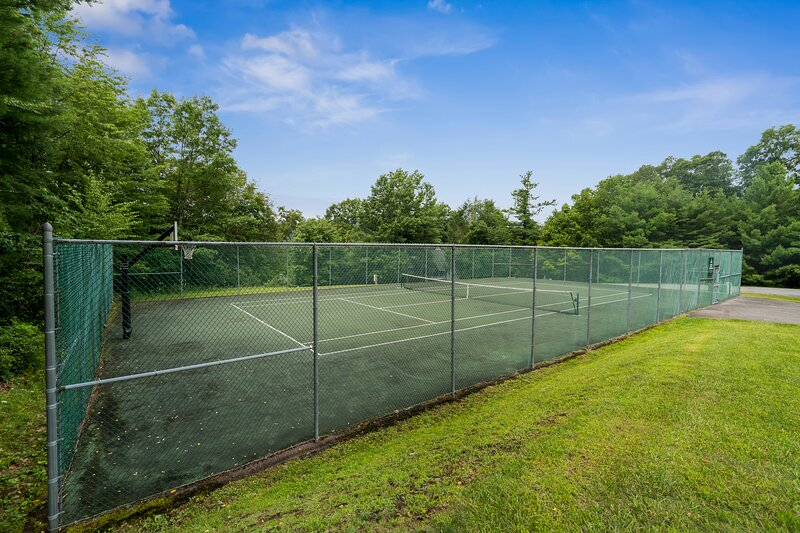 Red Moose Lodge renters can enjoy tennis and basketball too!