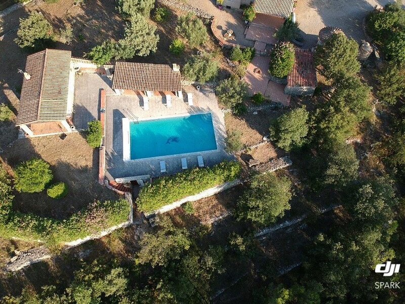 Big villa with swimming-pool & Wifi, holiday rental in Entrecasteaux