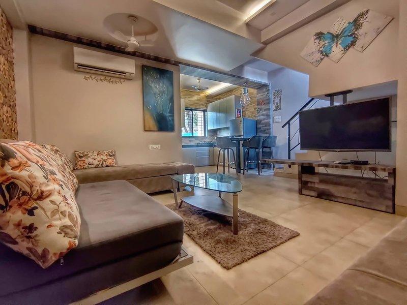 HAVE Villa 12 - 2Bhk Lonavala, Below Mountains, Swimming pool, location de vacances à Kamshet