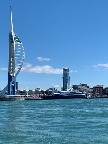 Captivating 2-Bed Apartment in Portsmouth, holiday rental in Portsmouth