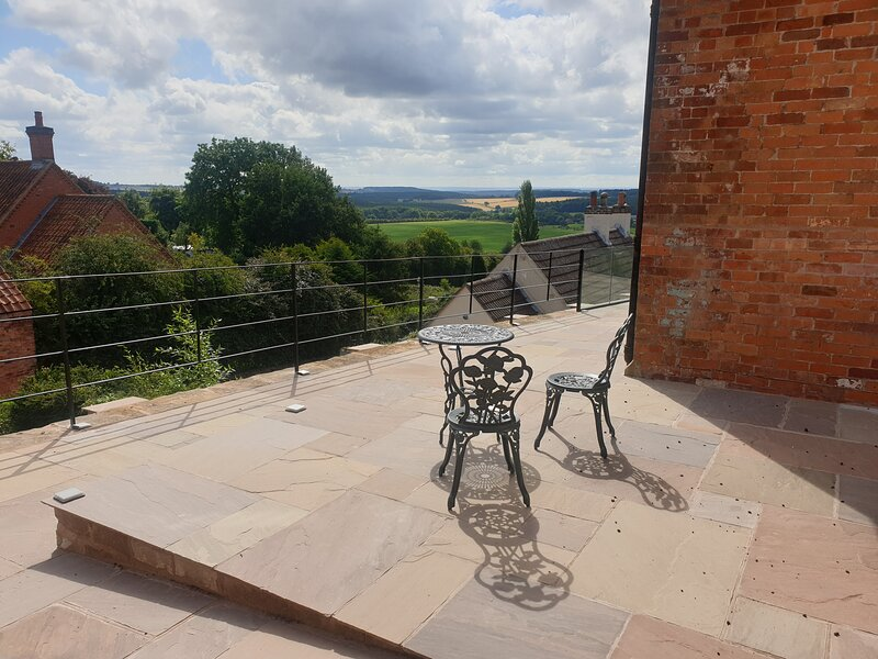 The Old School Loft - a rural retreat with a view!, holiday rental in Mansfield