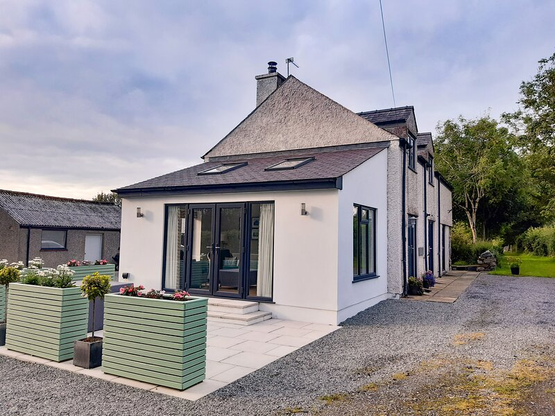 TALFAN COTTAGE, 4 Bedroom(s), Brynsiencyn, location de vacances à Brynsiencyn
