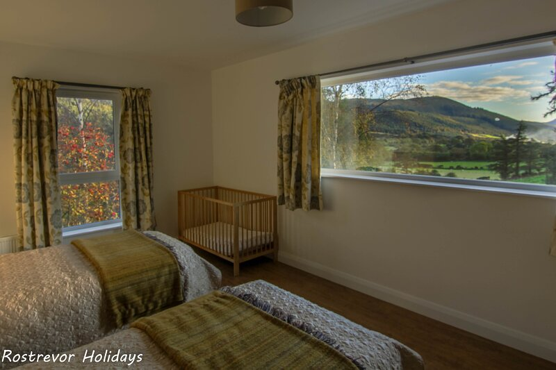 Watch the sun set over the Cooley Mountains, holiday rental in Mayobridge