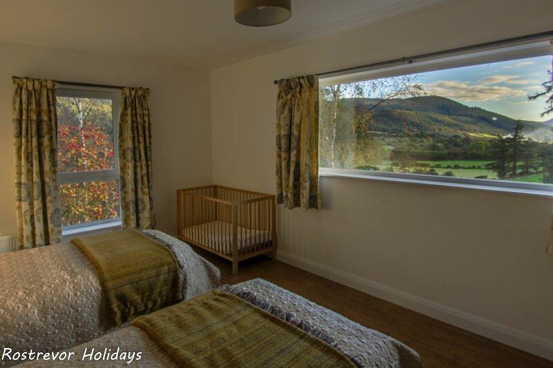 Watch the sun set over the Cooley Mountains, casa vacanza a Mayobridge
