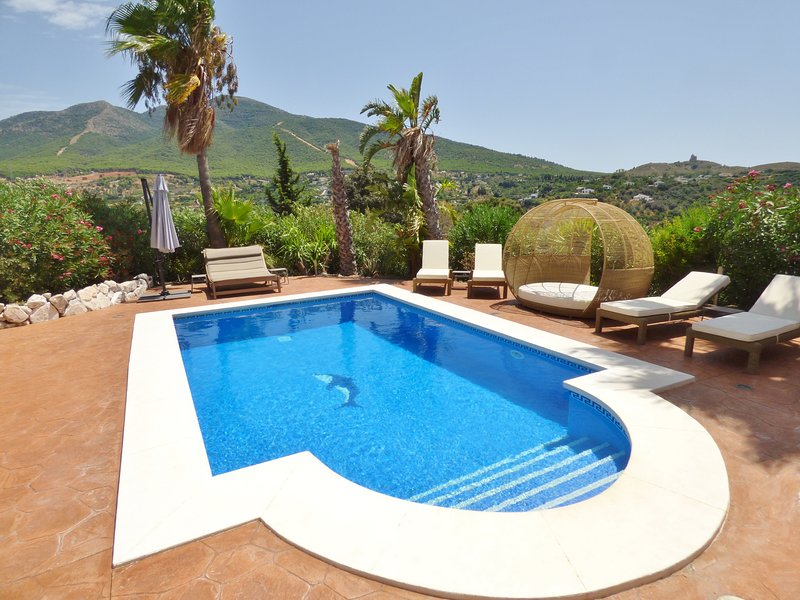 Finca El Nido - Private pool, Free Wifi, Fantastic Scenery, holiday rental in Alhaurin el Grande
