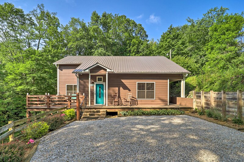Luxe 'Wolfe Creek Cabin' < 6 Mi to Waterfalls Park, holiday rental in Linville Falls