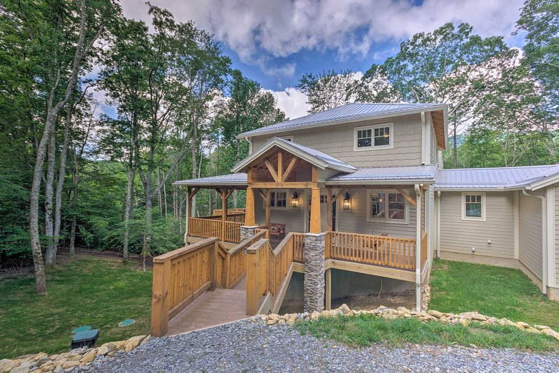 This luxurious Banner Elk house is a spacious mountain retreat!