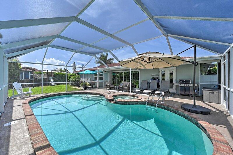 NEW! Family Friendly Palm River Estates House!, location de vacances à North Naples