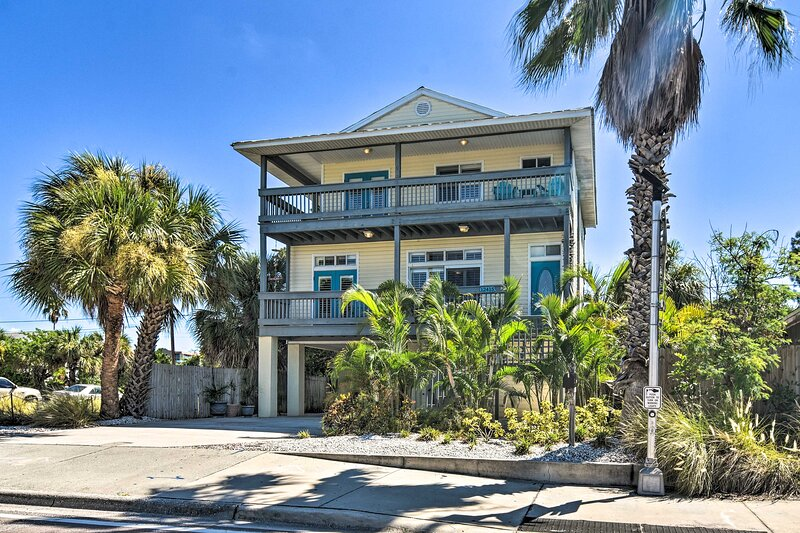 Bring the family to this Treasure Island house and enjoy the beach life!