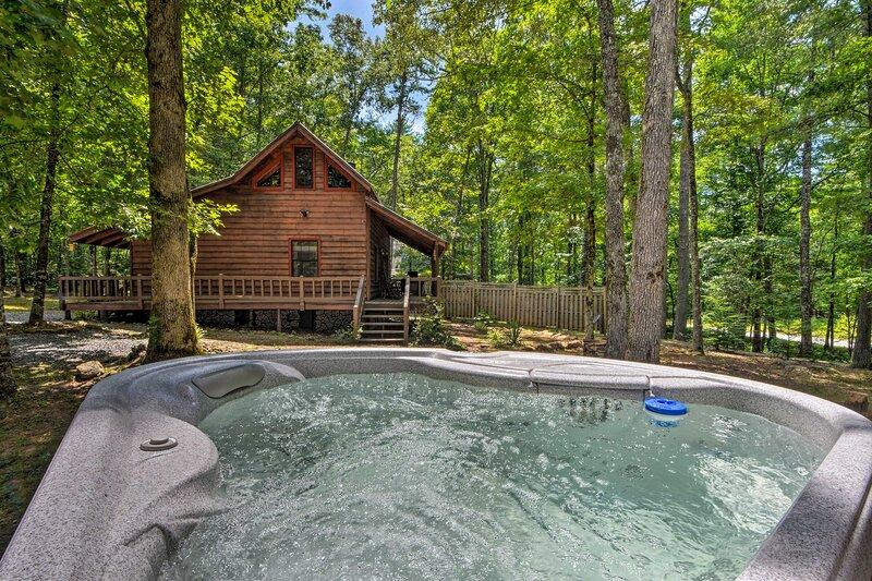 Sweet Tea Hideaway w/ Fireplace, Trails + Angling!, location de vacances à Suches