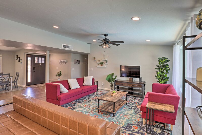 NEW! Contemporary Tucson Getaway w/ Private Pool!, holiday rental in Catalina Foothills
